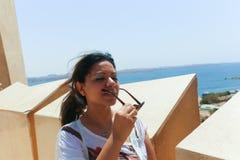 Αιγυπτιακή γυναίκα στον πύργο Aswan Στοκ εικόνες με δικαίωμα ελεύθερης χρήσης
