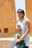 Αιγυπτιακή γυναίκα στο σύμβολο της αιγυπτιακός-σοβιετικής φιλίας Στοκ εικόνα με δικαίωμα ελεύθερης χρήσης
