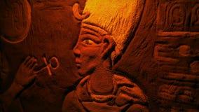 Αιγυπτιακή χρωματισμένη τέχνη τοίχων μέσα στον τάφο απόθεμα βίντεο