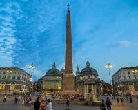 Αιγυπτιακός οβελίσκος Ramses ΙΙ Piazza Del Popolo στο σούρουπο Στοκ εικόνα με δικαίωμα ελεύθερης χρήσης