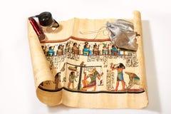 Αιγυπτιακός ρόλος και μια τσάντα των χρημάτων Στοκ εικόνες με δικαίωμα ελεύθερης χρήσης