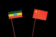 Αιθιοπική σημαία την κινεζική σημαία που απομονώνεται με στο Μαύρο Στοκ Εικόνες