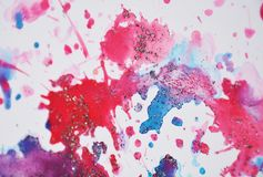 Αιματηρά κόκκινα ρόδινα μπλε λαμπιρίζοντας κέρινα σημεία κρητιδογραφιών, χρώμα watercolor, ζωηρόχρωμα χρώματα Στοκ Εικόνα