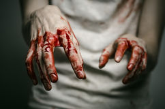 Αιματηρός απομονωμένος δολοφόνος θέματος: ο δολοφόνος παρουσιάζει αιματηρά χέρια και βίωση της κατάθλιψης και του πόνου Στοκ Εικόνα