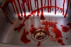 Αιματηρός βρωμίστε στο νεροχύτη Στοκ Εικόνες