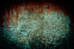 Αιματηρός λεκές στο βρώμικο τουβλότοιχο με τον τρύγο και τον τόνο σύντομων χρονογραφημάτων Στοκ Φωτογραφίες