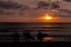 Αιματηρό σκοτεινό ηλιοβασίλεμα - Μπαλί, Ινδονησία στοκ εικόνες