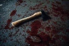 Αιματηρό τσεκούρι που βρίσκεται στο πάτωμα Στοκ εικόνα με δικαίωμα ελεύθερης χρήσης
