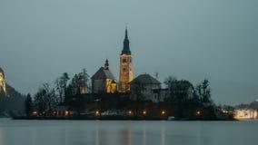 Αιμορραγημένη εκκλησία τη νύχτα, Σλοβενία απόθεμα βίντεο