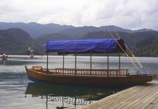 αιμορραγημένη λίμνη βαρκών Στοκ φωτογραφία με δικαίωμα ελεύθερης χρήσης