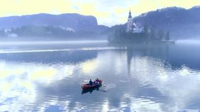 Αιμορραγημένη λίμνη μύγα παρεκκλησιών βαρκών φιλμ μικρού μήκους