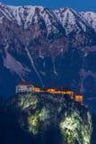 Αιμορραγημένο κάστρο στο βράδυ, Άλπεις, Ευρώπη, Σλοβενία Στοκ Φωτογραφία