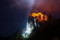 Αιμορραγημένο κάστρο τη νύχτα Στοκ φωτογραφία με δικαίωμα ελεύθερης χρήσης