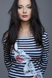αισθησιακά λωρίδες κοριτσιών ενδυμάτων brunette Στοκ φωτογραφίες με δικαίωμα ελεύθερης χρήσης
