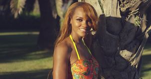 Αισθησιακή προκλητική νέα αφρικανική γυναίκα απόθεμα βίντεο