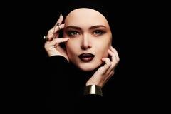 Αισθησιακή όμορφη γυναίκα, κόσμημα στοκ φωτογραφίες