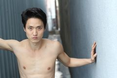 Αισθησιακός ασιατικός στενός επάνω γυμνοστήθων ατόμων Στοκ φωτογραφία με δικαίωμα ελεύθερης χρήσης