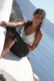 Αισθησιακό κορίτσι επάνω από τη στέγη Στοκ φωτογραφία με δικαίωμα ελεύθερης χρήσης