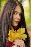 Αισθησιακό κορίτσι φθινοπώρου Στοκ εικόνα με δικαίωμα ελεύθερης χρήσης