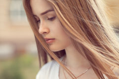 Αισθησιακό πορτρέτο του όμορφου κοριτσιού Στοκ φωτογραφίες με δικαίωμα ελεύθερης χρήσης
