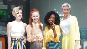Αισιόδοξη άποψη σχετικά με την επιχείρηση Θηλυκή ομάδα με το κοινό στόχο, ιδέες απόθεμα βίντεο