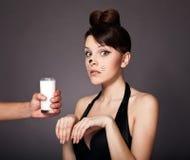 αιτήματα γάλακτος κοριτσιών Στοκ φωτογραφίες με δικαίωμα ελεύθερης χρήσης