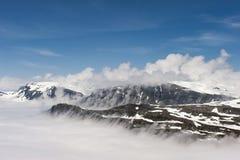 Αιχμές των βουνών επάνω από τα σύννεφα, άποψη Dalsnibba βουνών στο φιορδ Geiranger, Νορβηγία Στοκ φωτογραφίες με δικαίωμα ελεύθερης χρήσης