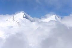 Αιχμές χειμερινών βουνών Στοκ Εικόνες