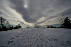 Αιχμές χειμερινών χιονισμένες βουνών στην Ευρώπη κοντά στο spitzstein - gogglalm Tirol στοκ εικόνες
