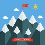 Αιχμή βουνών με τη σημαία σε ένα επίπεδο ύφος Έννοια για το επίτευγμα στόχων απεικόνισης, επιτυχία Στοκ Φωτογραφίες