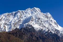 Αιχμή βουνών, περιοχή Annapurna, του Νεπάλ Ανατολή στα βουνά Όμορφο τοπίο στα Ιμαλάια Στοκ Εικόνες