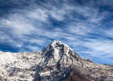 Αιχμή βουνών στον ορεινό όγκο Annapurna στο Νεπάλ Ιμαλάια Στοκ Φωτογραφία