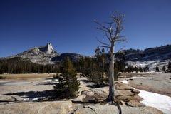 Αιχμή καθεδρικών ναών, εθνικό πάρκο Yosemite Στοκ εικόνα με δικαίωμα ελεύθερης χρήσης