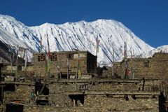 Αιχμή και χωριό Khangsar Tilicho Στοκ Εικόνα