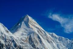 Αιχμή χιονιού σειράς βουνών και κλίση Khan Tengri Στοκ Φωτογραφία