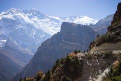 Αιχμή Annapurna και πέρασμα στα βουνά του Ιμαλαίαυ, περιοχή Annapurna, του Νεπάλ Στοκ Εικόνες