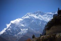Αιχμή Annapurna και πέρασμα στα βουνά του Ιμαλαίαυ, περιοχή Annapurna, του Νεπάλ Στοκ εικόνες με δικαίωμα ελεύθερης χρήσης