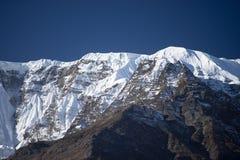 Αιχμή Annapurna και πέρασμα στα βουνά του Ιμαλαίαυ, περιοχή Annapurna, του Νεπάλ Στοκ Φωτογραφίες