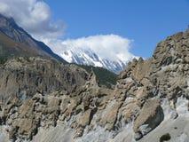 Αιχμή Tilicho - άποψη από το χωριό Bhraka, Νεπάλ Στοκ φωτογραφία με δικαίωμα ελεύθερης χρήσης