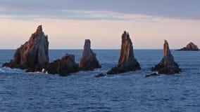 Αιχμηρά νησάκια στο βράδυ αστουρίες, Ισπανία φιλμ μικρού μήκους