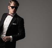 Αιχμηρό ντυμένο fashionist που φορά το κοστούμι Στοκ φωτογραφία με δικαίωμα ελεύθερης χρήσης