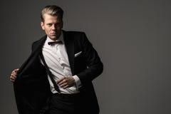 Αιχμηρό ντυμένο fashionist που φορά το κοστούμι Στοκ Φωτογραφίες