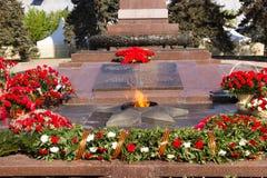 Αιώνια φλόγα μνημείων Στο τετράγωνο των πεσμένων μαχητών Στοκ Φωτογραφίες