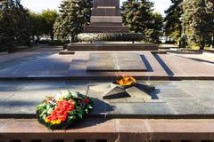 Αιώνια φλόγα μνημείων Στο τετράγωνο των πεσμένων μαχητών Στοκ εικόνες με δικαίωμα ελεύθερης χρήσης