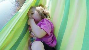 αιώρα μωρών απόθεμα βίντεο