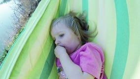 αιώρα μωρών φιλμ μικρού μήκους