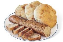 Ακέραιο Baguette με τρεις φραντζόλες ψωμιού Pita Στοκ φωτογραφία με δικαίωμα ελεύθερης χρήσης