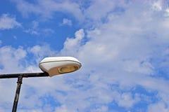 Ακίδες σε ένα φως για να σταματήσει την προσγείωση πουλιών στοκ εικόνες