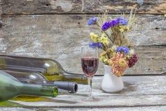 ακίνητο κρασί ζωής μπουκα στοκ εικόνα με δικαίωμα ελεύθερης χρήσης