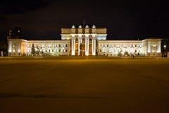 Ακαδημαϊκά όπερα της Samara και θέατρο μπαλέτου τη νύχτα στην πλατεία Kuibyshev Ρωσία Στοκ Φωτογραφία